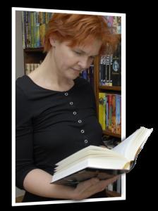 Elora mit Buch